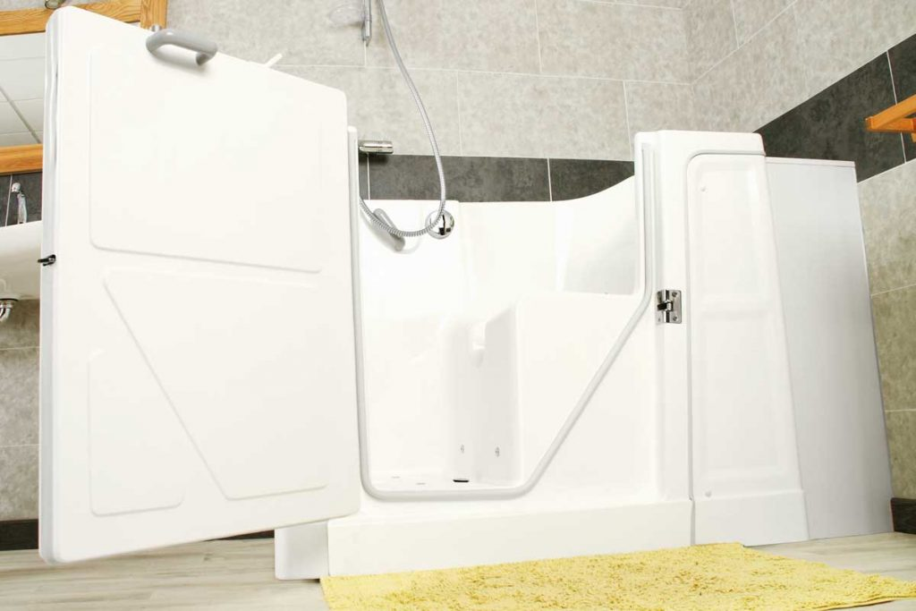 Les diverses options pour une baignoire avec porte